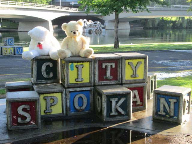 bears at riverfront park blocks U