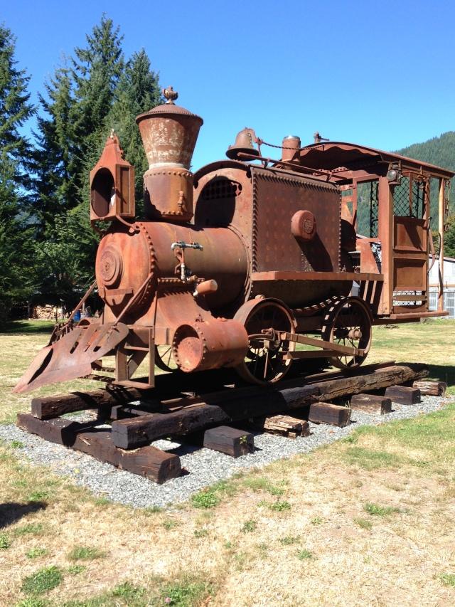 nan sculpture train engine U