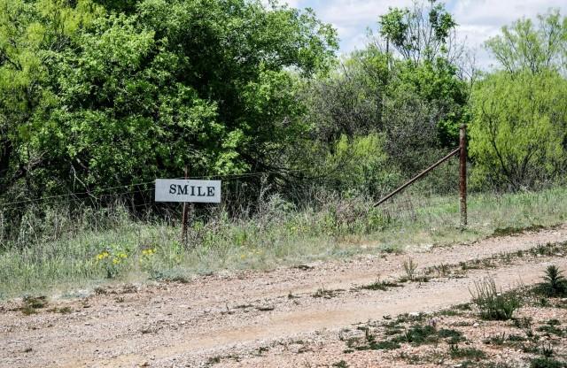 avant-smile-sign-off-i-10-near-junction